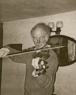 17 at play - violin