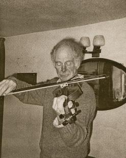 17 at play - violin